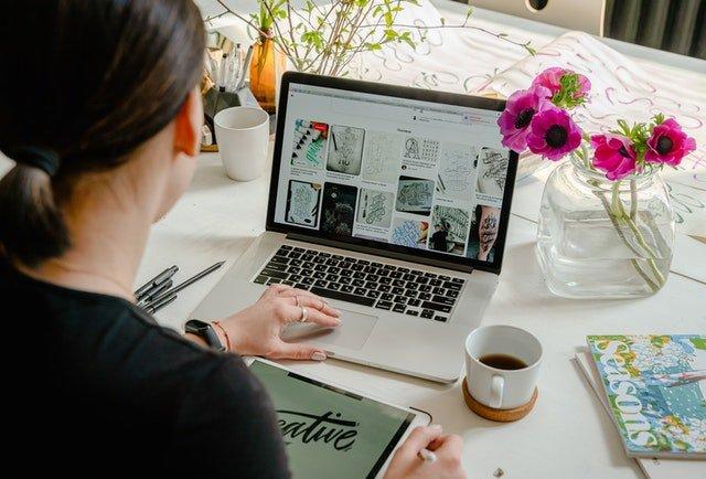 digital artists selling her digital art online